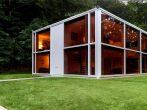 Стеклянный дом-параллелепипед