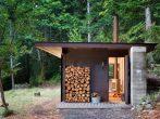 Малогабаритный дом с местом для хранения дров