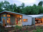 Большой каркасный дом с односкатной крышей и гаражом