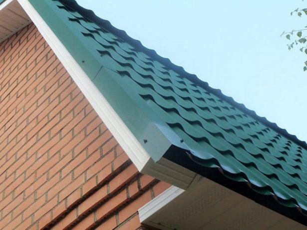 Торцевая планка на крыше из металлочерепицы