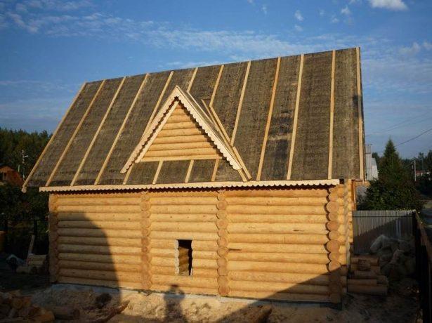 Дом с крышей из рубероида
