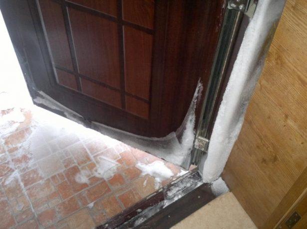 Конденсат на двери