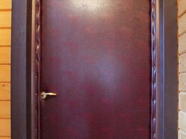 Утепленная и обтягутая дерматином дверь