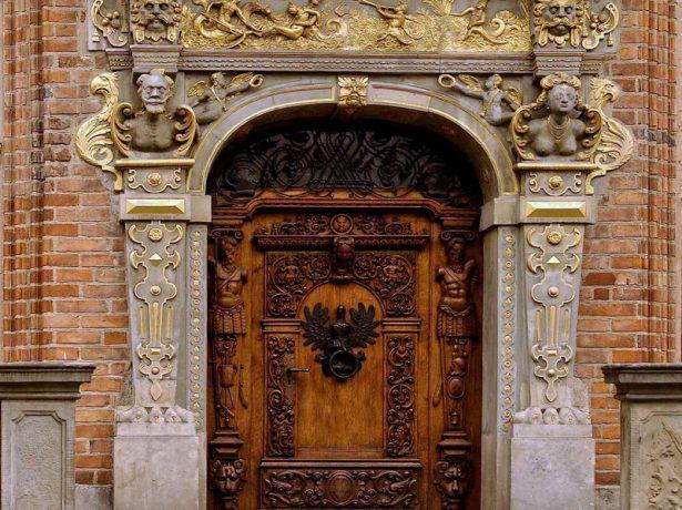 Входная дверь под старину