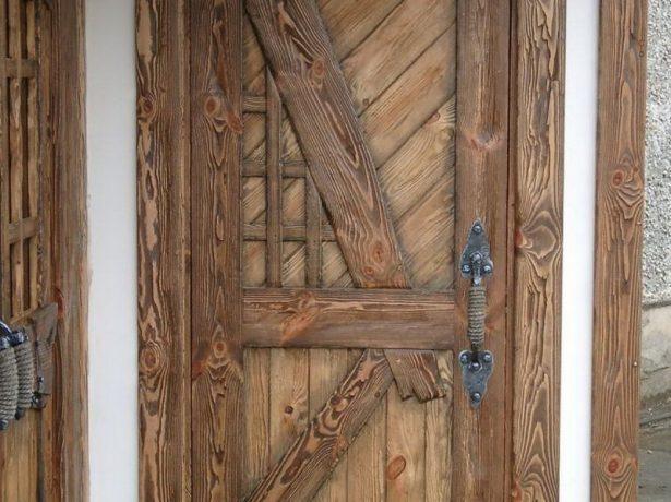 Дверь состаренная термическим способом