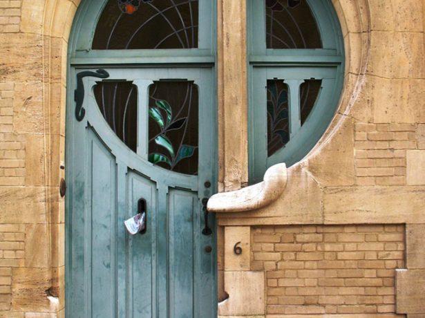 Входная дверь с потёртостями