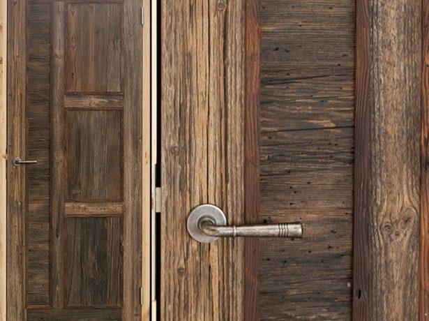 Деревянная дверь после создания кракелюра