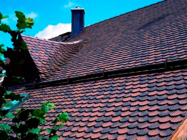 Крыша из двухцветной керамической черепицы