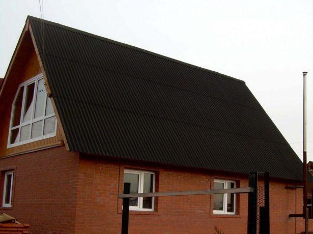 Дом с крышей из ондулина