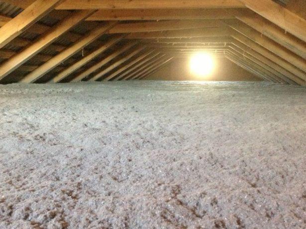 Поверхность эковаты для утепления крыши