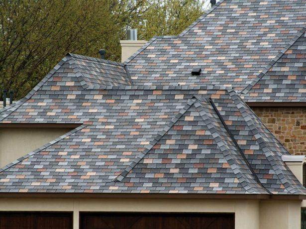 Дом с крышей из искусственного сланца