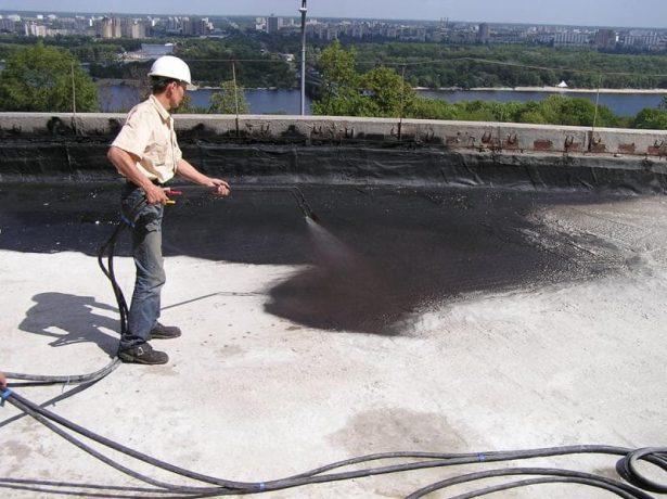 Нанесение проникающей гидроизоляции для крыши