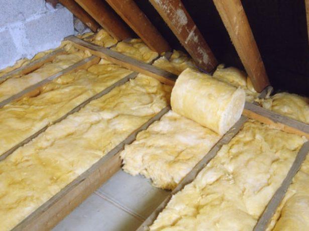 Утепление потолка рулонной минватой