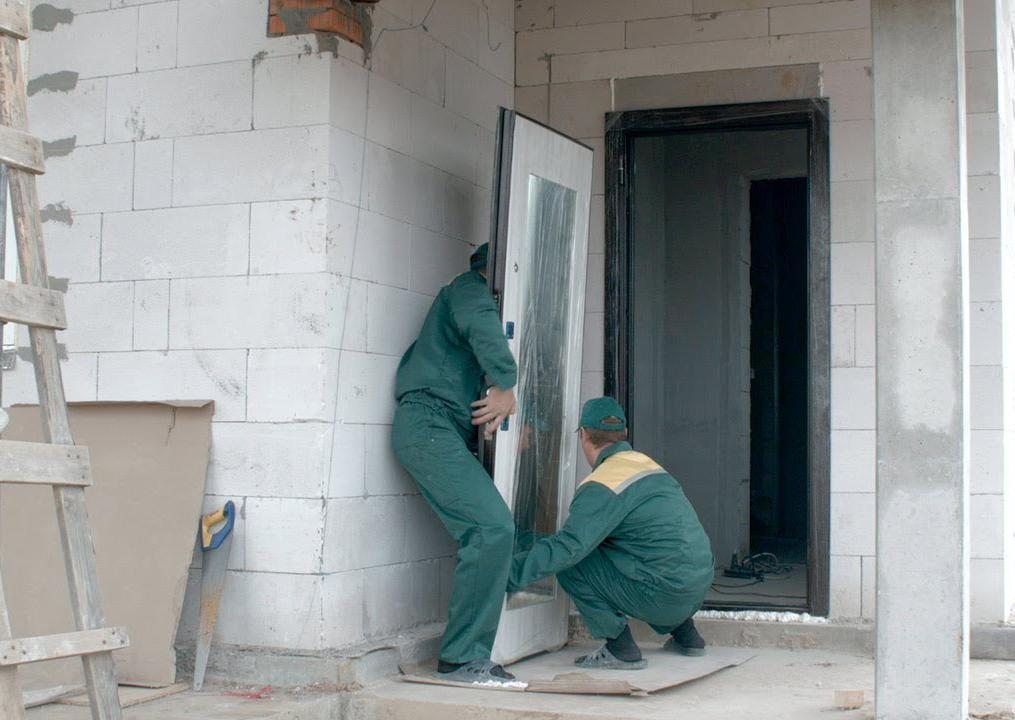 установка пластиковой двери в газобетон