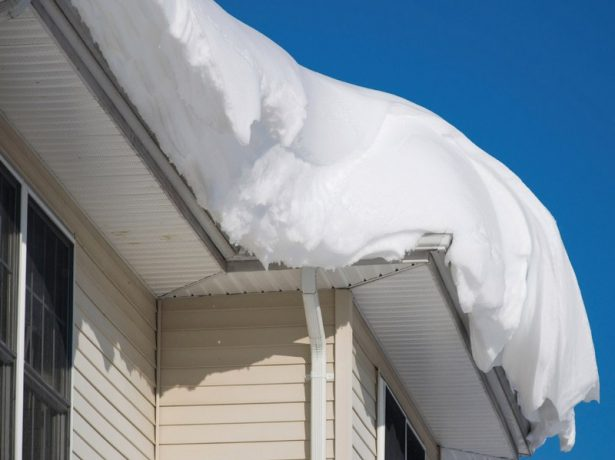 Снежные наносы на крыше