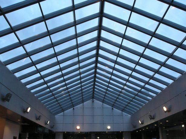 Светопропускающая конструкция на крыше