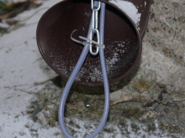 Установка нагревателя в водосточной трубе