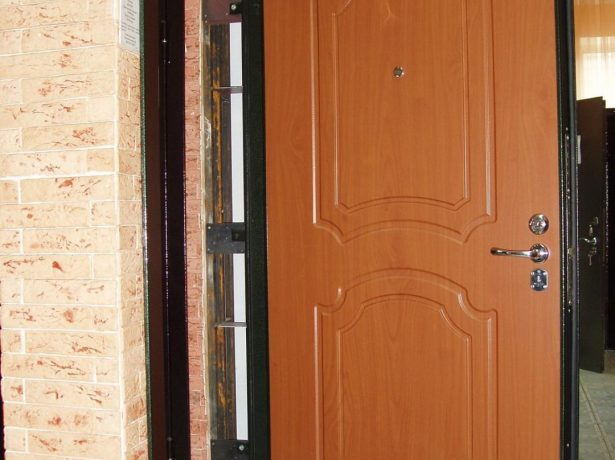 Проверка правильности установки дверного полотна
