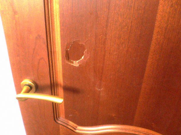 Устранение крупных повреждений двери