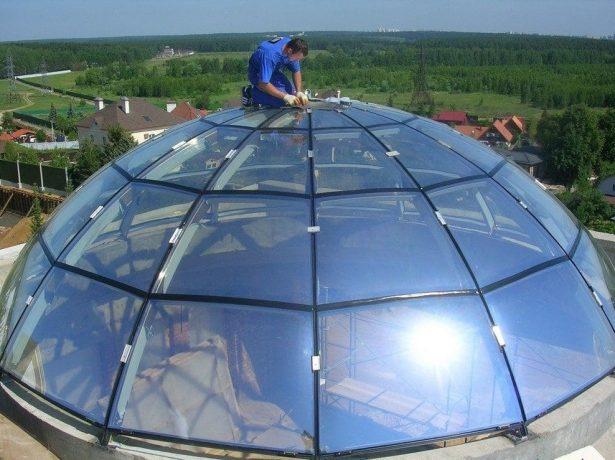 Профессиональный монтаж большого купольного зенитного фонаря
