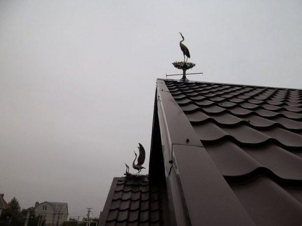 Флюгер на коньке крыши