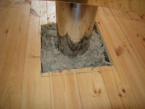 Изолирование базальтовой ватой деревянного перекрытия от дымоходной трубы