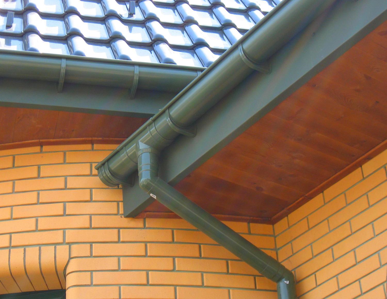 Водосток крыши: типы, материал изготовления, особенности обустройства и расчёта