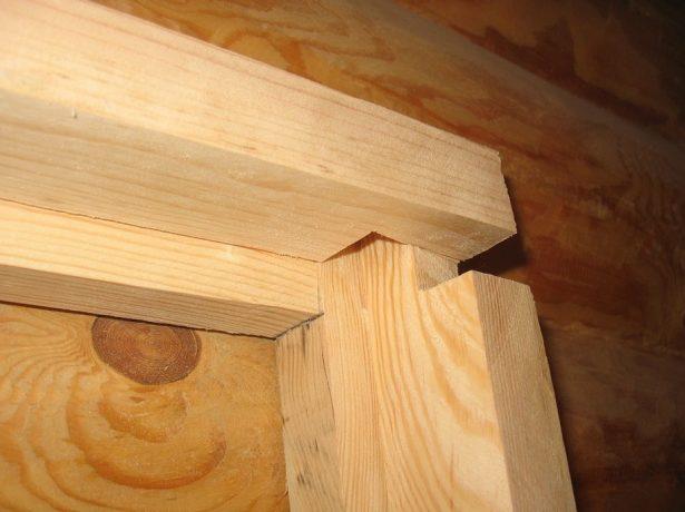 Дверная коробка из массива древесины