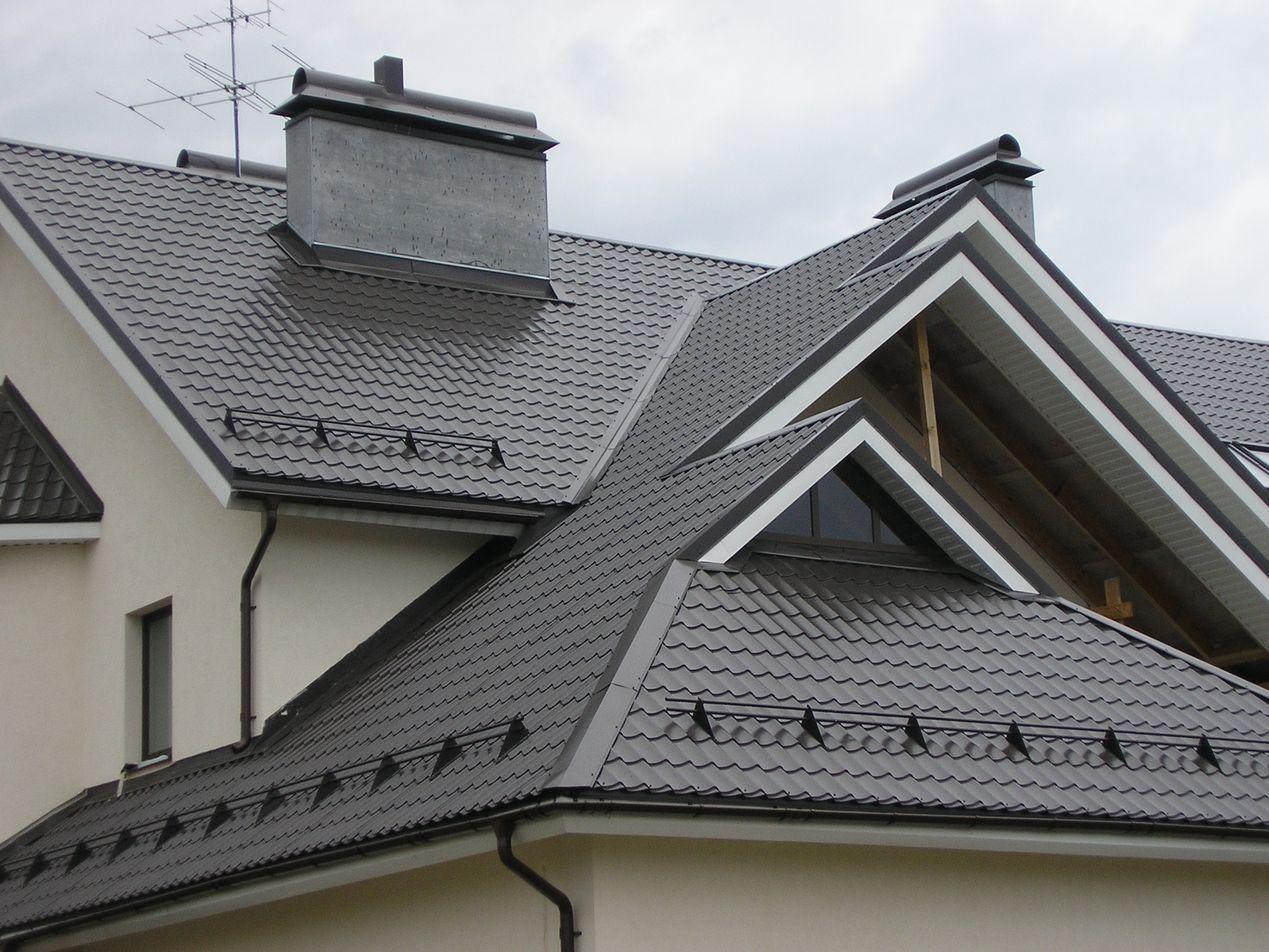 Снегозадержатели: функциональные особенности, монтаж на крышу из металлочерепицы