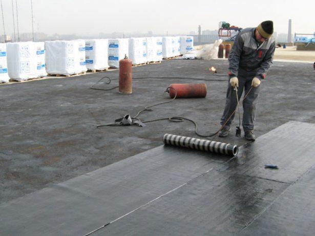 Укладка рулонного покрытия методом наплавления