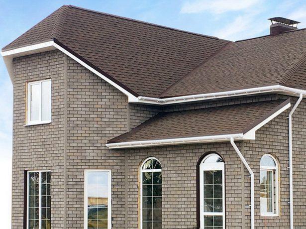 Кровля дома и фасад облицованы битумной черепицей