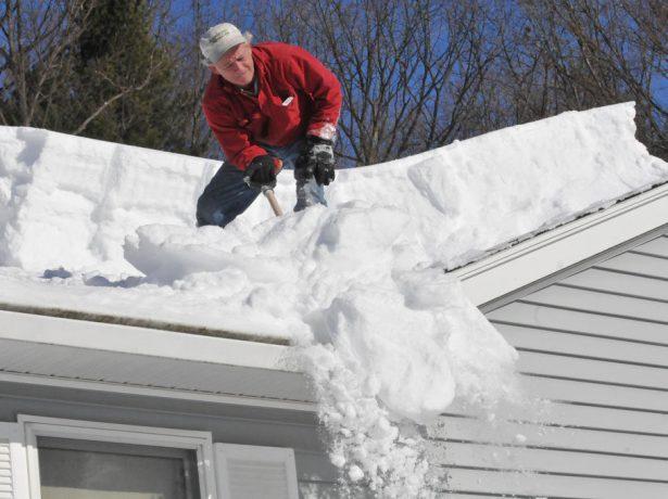 Очистка профнастила от снега