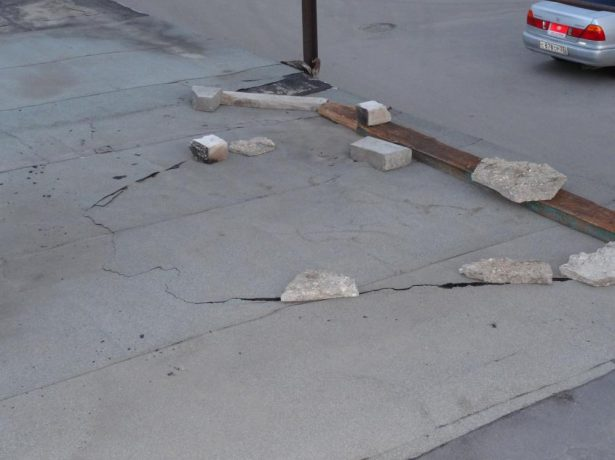 Трещины и щели на крыше гаража