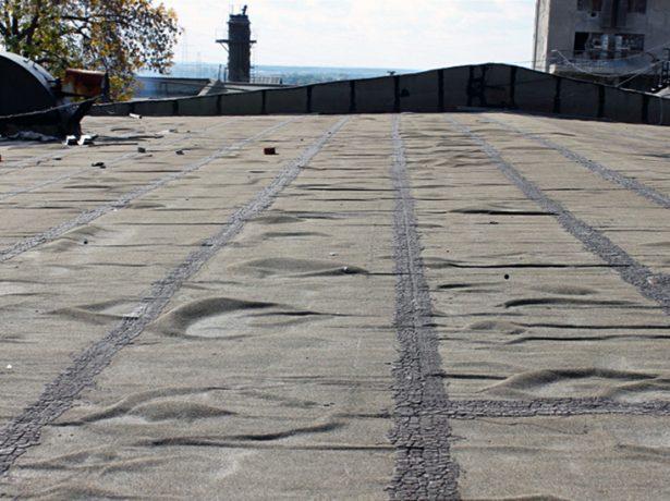 Вздутия крыше из рулонного материала
