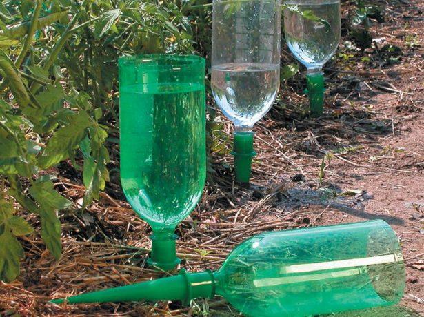 Бутылки с насадками для полива