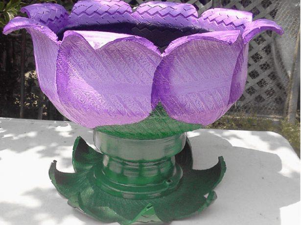 Клумба-цветок из покрышки