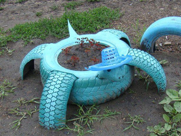 Голубая черепаха из покрышек