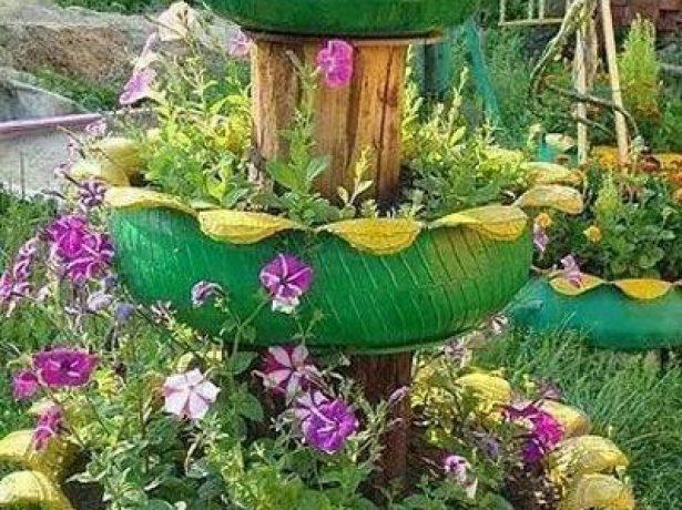 Клумба-фонтан из покрышек