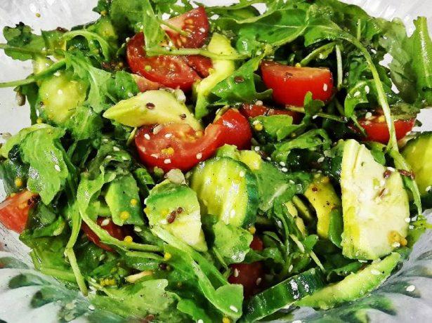 Салат с авокадо и рукколой