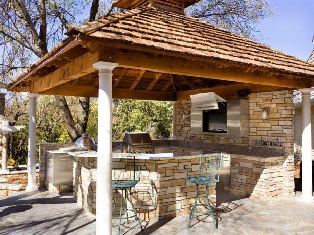 Открытая кухня с каменной основой