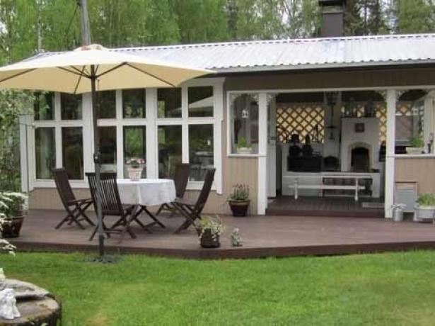 Две зоны отдыха в летней кухне