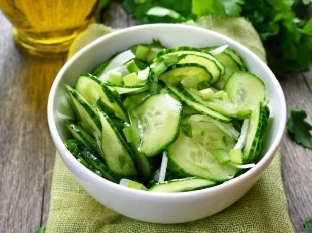 Салат из огурцов с добавлением масла