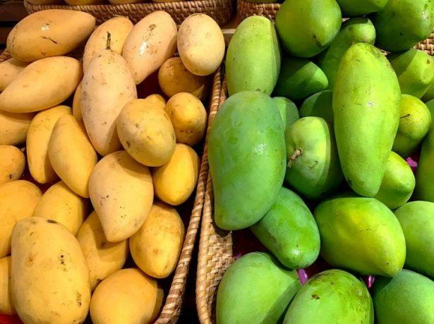 Манго зелёные и жёлтые
