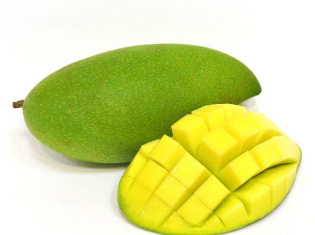 Зелёное манго с заострённым хвостиком