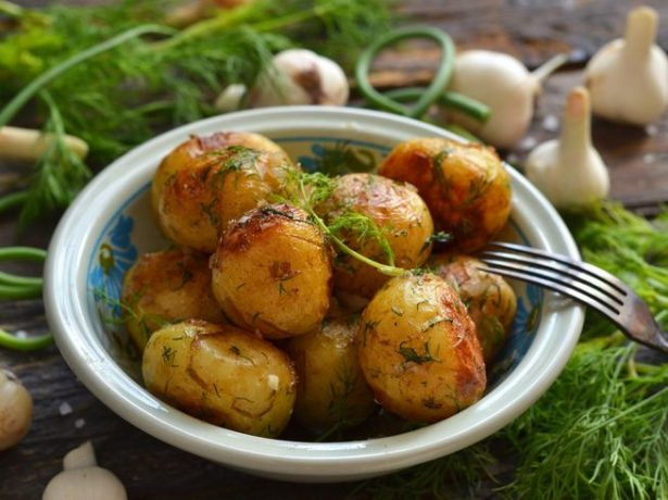 Запечённая молодая картошка
