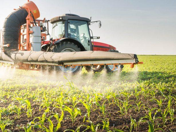 Обработка полей пестицидами