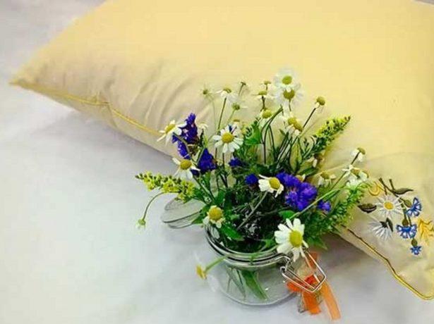 Подушка с васильком