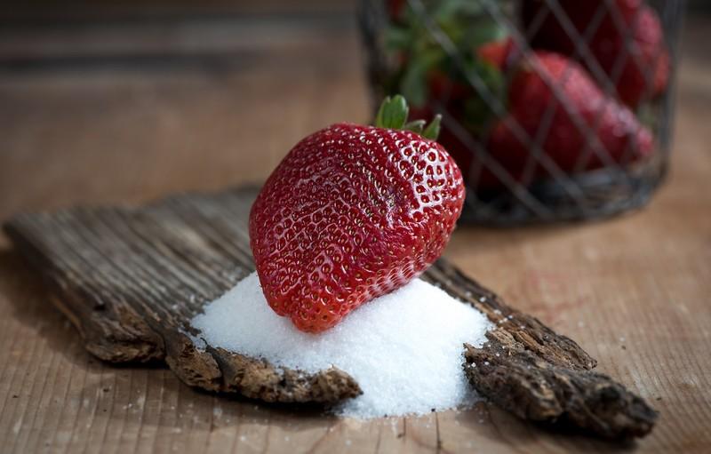 Как сделать ягоды и фрукты слаще: медовый раствор, борная кислота и другие секреты