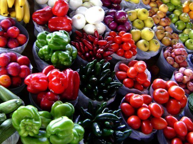 Овощи и фрукты яркой окраски