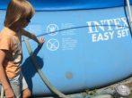 Как заклеить бассейн, наполненный и без воды: все хорошие способы